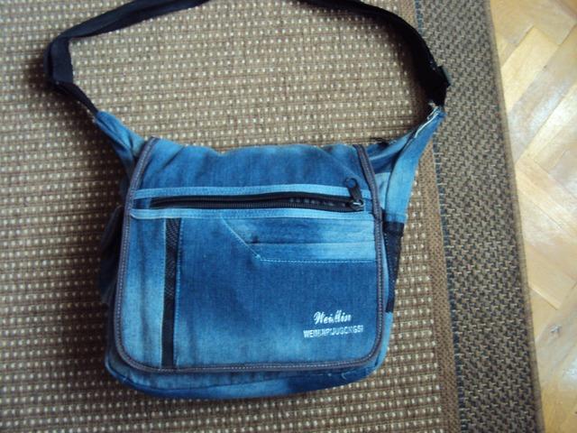 Plava torba na rame