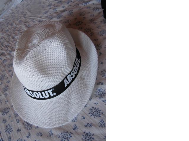 Bijeli Absolute šešir