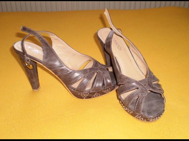 Prekrasne ljubičaste sandale