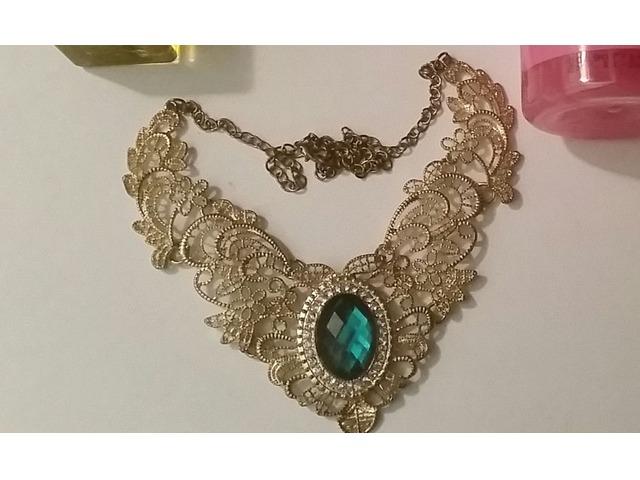 Ogrlica-bižuterija