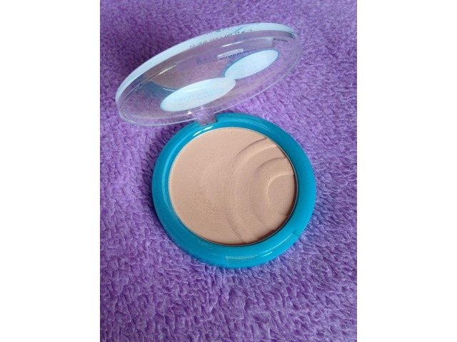 Essence PureSkin anti-spot compact powder