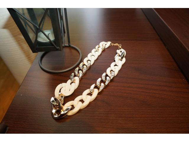 Zlatno bijela ogrlica