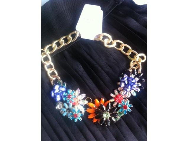 Velika, cvjetna statement ogrlica