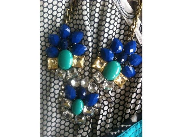 Zeleno plava ogrlica