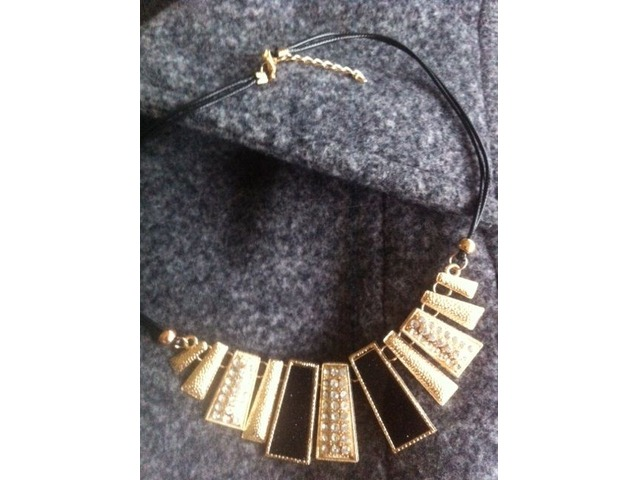 Ogrlica s pločicama