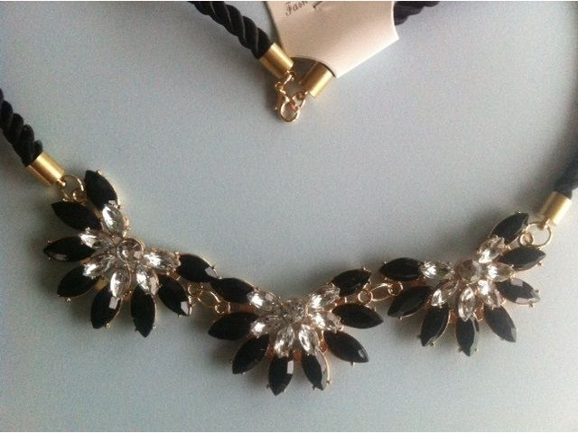 Ogrlica 3 crna cvijeta