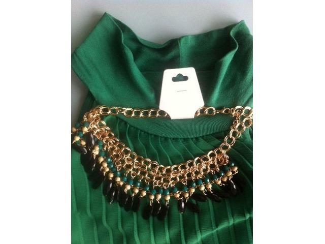 Ogrlica sa zelenim i crnim perlicama