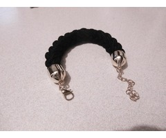 Crna pletena narukvica