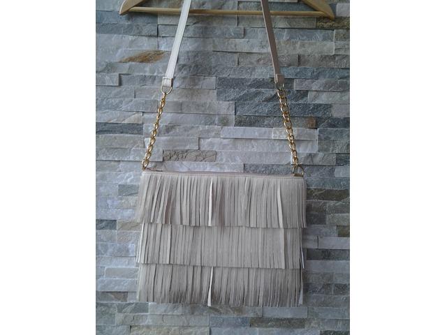 Ručno izrađena torbica na resice