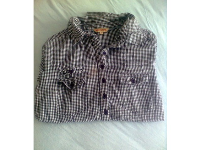 Review karirana košulja