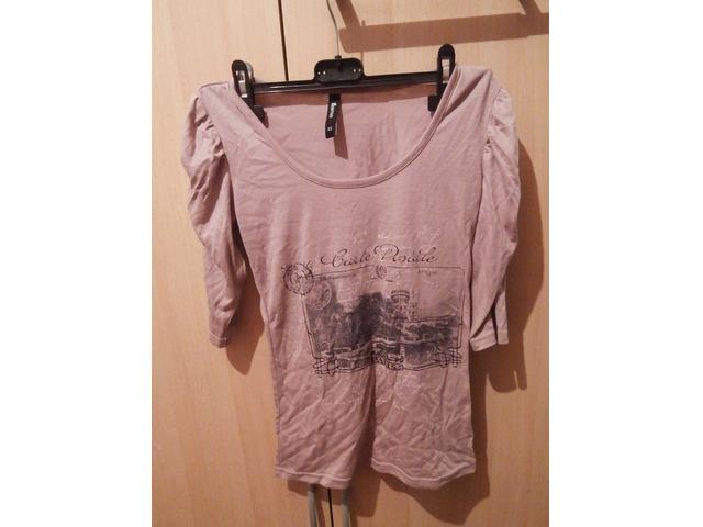 Ružičasta majica s natpisom