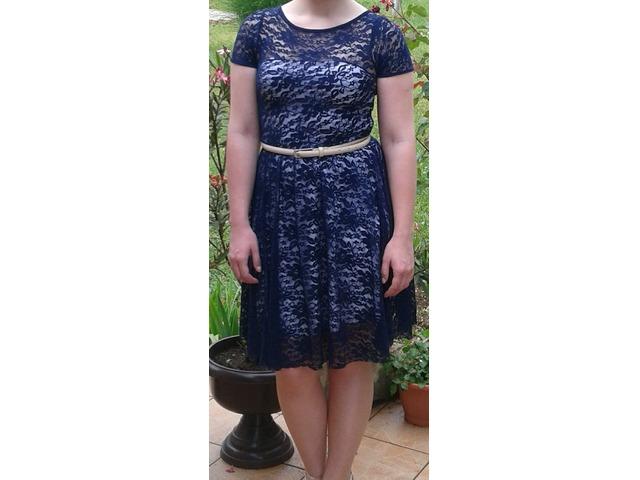 Plava čipkasta haljina