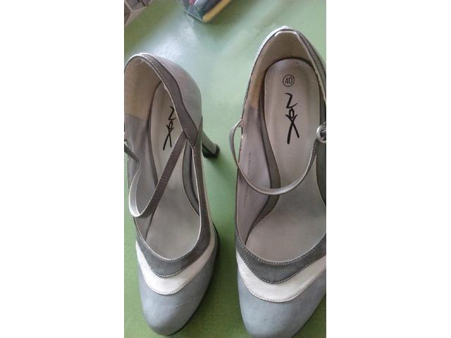 Sive cipele s potpeticom