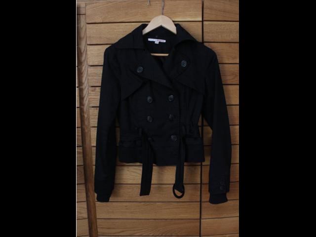 Kratka crna jaknica