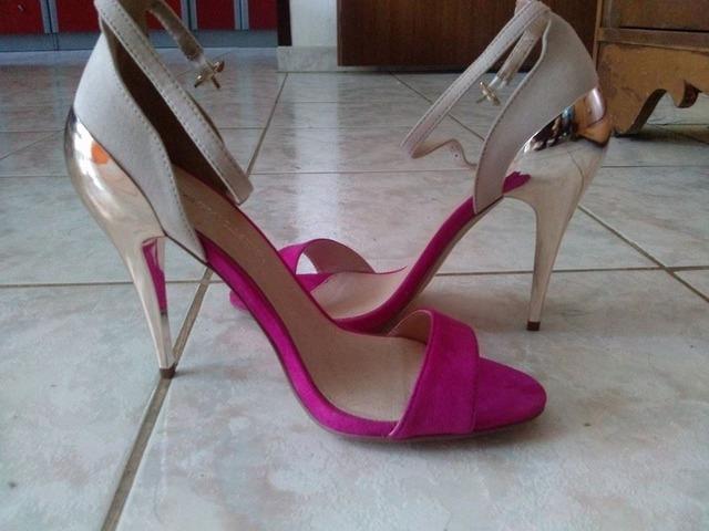 Hot pink-zlatne sandale