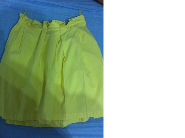 žuta suknja