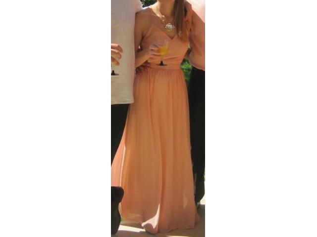 Duga haljina boje breskve