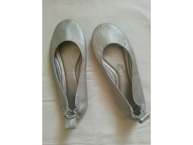 Kožne srebrne balerinke marke Gola.