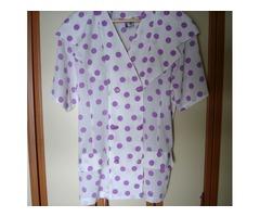 Nova košulja na ljubičaste točkice