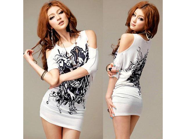 Prekrasna asimetrična majica floralnog printa ,otvorenih ramena