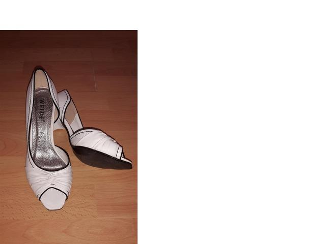 Bijele svečane cipele na petu