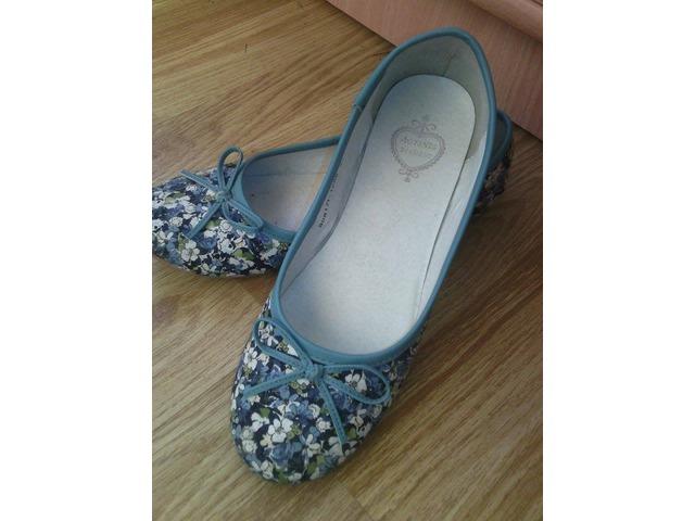 Plave cvjetne balerinke