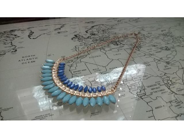 Statement ogrlica plave boje