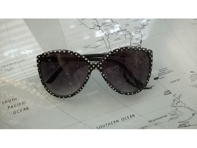 Crne naočale s bijelim točkicama H&M