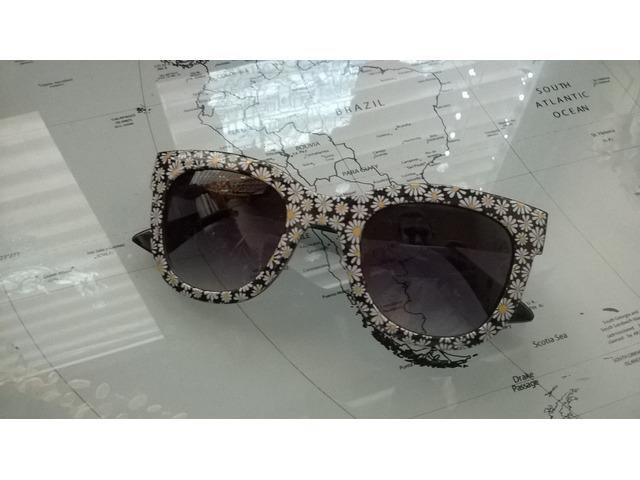 Sunčane naočale s cvjetićima