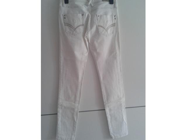 Stradivarius bijele hlače