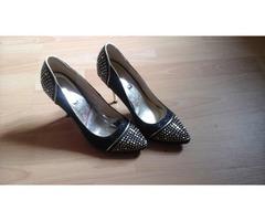 Crne cipele sa šljokicama