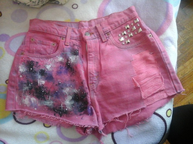 Roze custom made kratke hlače sa zakovicama