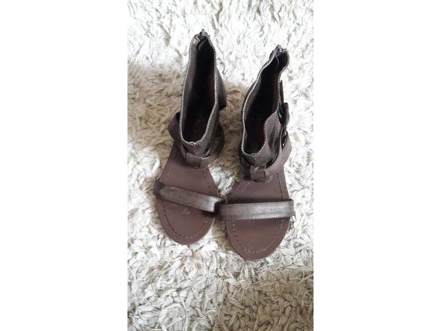 Smeđe sandale