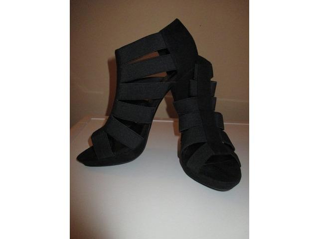 Nove, nikad nošene cipele (br.37)