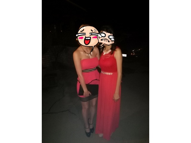 Crvena haljina sa prozirnim djelovima