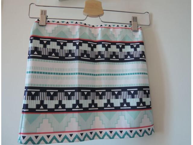 Kratka suknja s uzorkom
