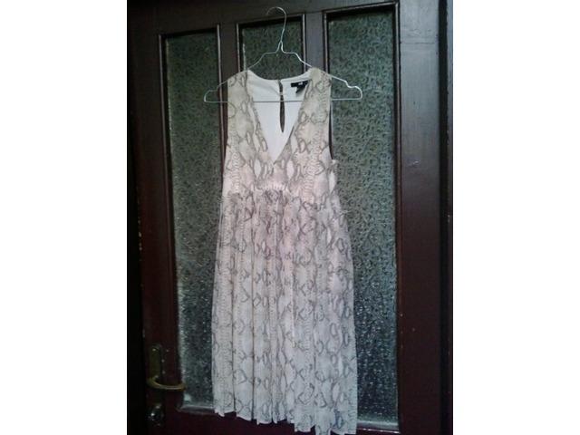 HM krem haljina 34 zmijski uzorak