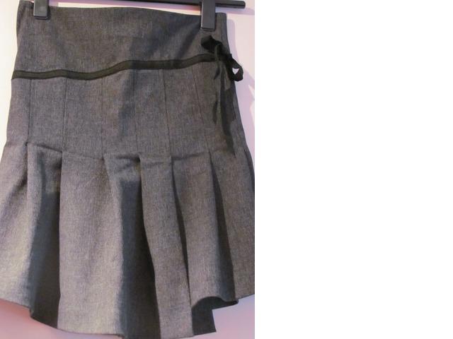 Siva vintage suknja s faldama