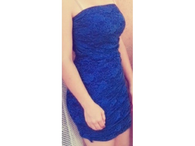 Plava čipkasta mini haljina