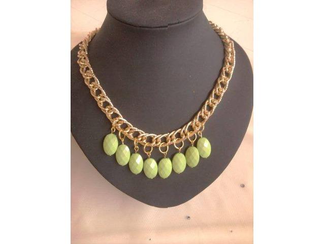 ogrlica u srebrnoj varijanti sa pepermint boje ukrasima
