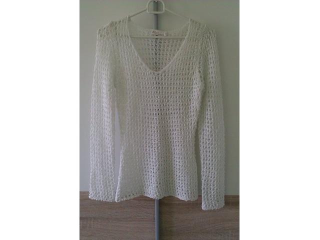 Bijela šljokasta majica na rupice