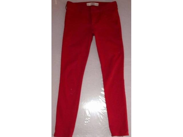 Abercrombie&Fitch crvene hlače vel. 36