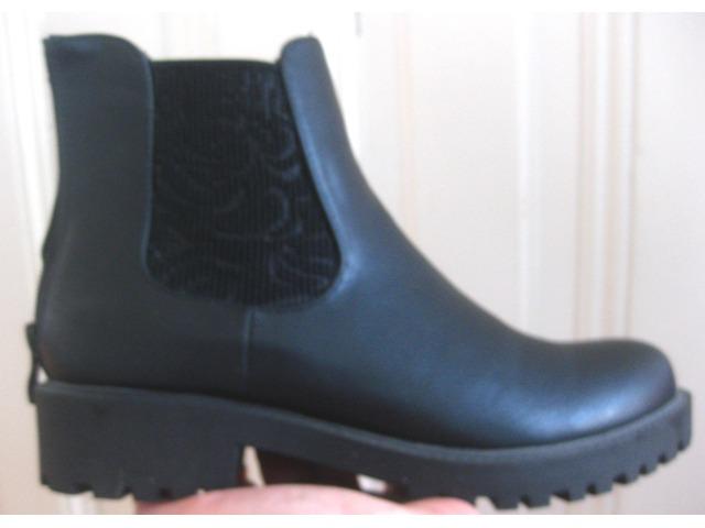Nove čizme br 39 - crne, niske, guma