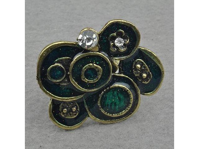 Zeleni prsten neobičnog oblika