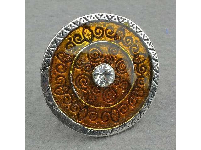 Prsten ukrašen cirkonom