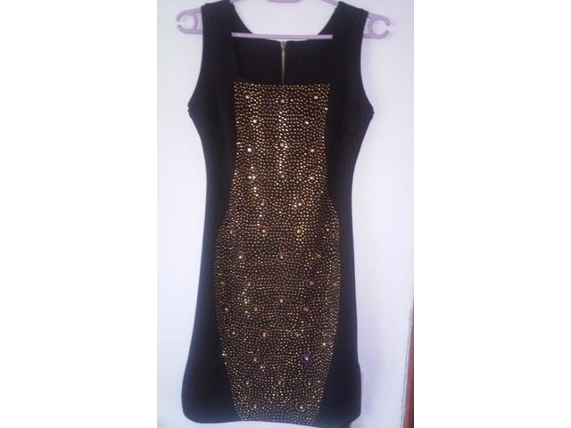 Crna haljina sa svjetlucavim detaljima (veličina M)