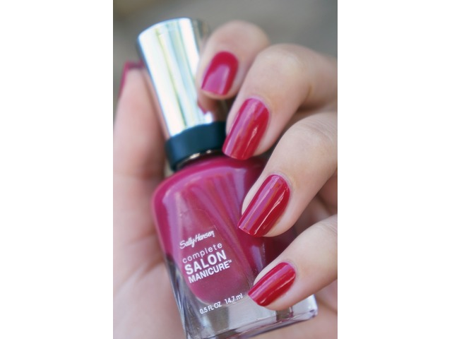 Sally Hansen lak za nokte-543 Berry Important