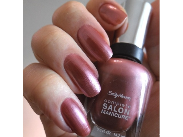 Sally Hansen lak za nokte-320 Raisin the Bar