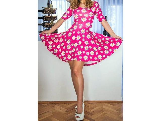 Rozova haljina sa cvjetni uzorak