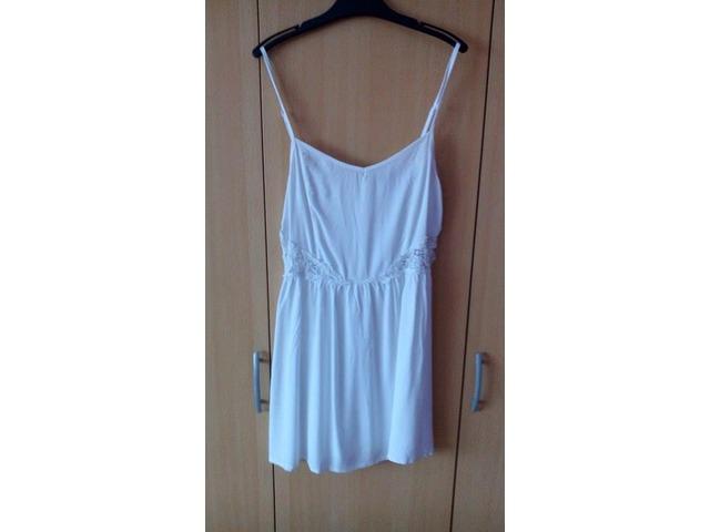 Bijela haljinica sa čipkom